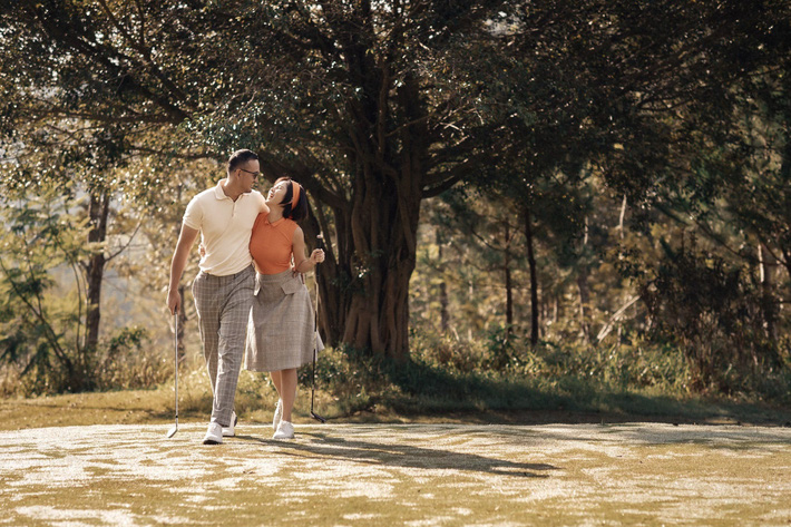 MC Thu Hoài hạnh phúc trong bộ ảnh lãng mạn với chàng hoàng tử điển trai - Ảnh 4.