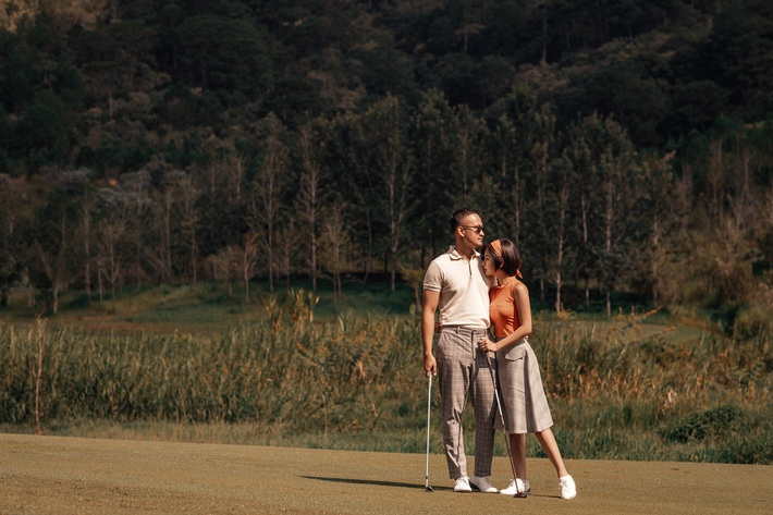 MC Thu Hoài hạnh phúc trong bộ ảnh lãng mạn với chàng hoàng tử điển trai - Ảnh 14.