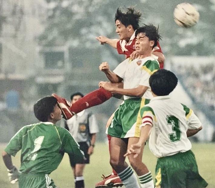 Những cuộc chơi đêm, chiêu dụ dỗ bán độ của các ông trùm qua lời cựu tuyển thủ Việt Nam - Ảnh 4.