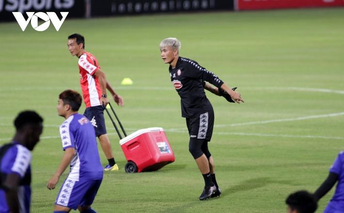 Không được thi đấu, Công Phượng vẫn hăng say tập luyện cùng CLB TPHCM - Ảnh 13.