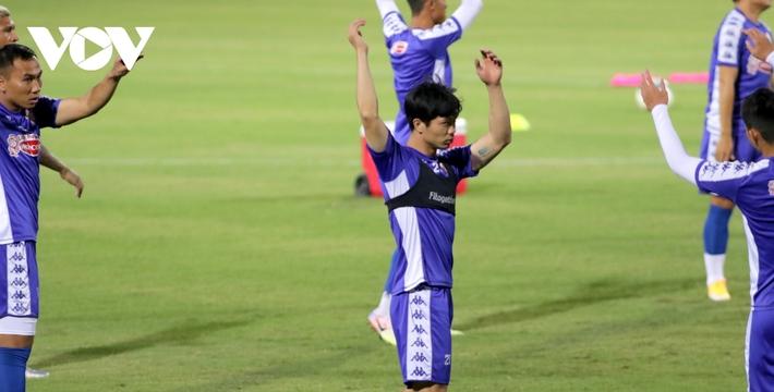 Không được thi đấu, Công Phượng vẫn hăng say tập luyện cùng CLB TPHCM - Ảnh 5.