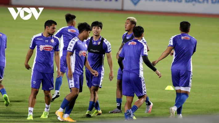 Không được thi đấu, Công Phượng vẫn hăng say tập luyện cùng CLB TPHCM - Ảnh 6.