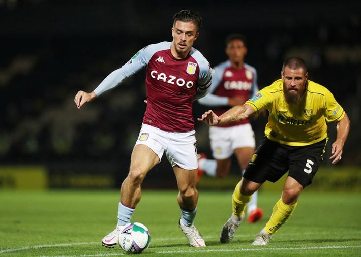 Aston Villa tái ký hợp đồng ngôi sao, trang chủ CLB sập nguồn - Ảnh 4.
