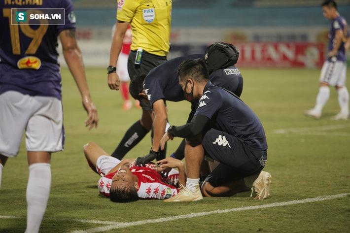 Hi hữu: Lão tướng của Hà Nội FC phải rời sân vì lý do dở khóc dở cười - Ảnh 6.