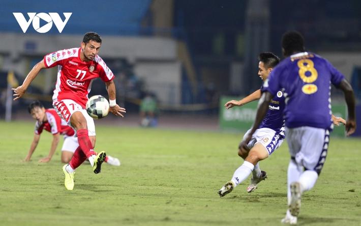 Ảnh: Hà Nội FC khiến hai ngoại binh tiền tỉ của TPHCM khóc thét - Ảnh 2.