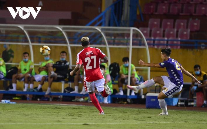 Ảnh: Hà Nội FC khiến hai ngoại binh tiền tỉ của TPHCM khóc thét - Ảnh 16.