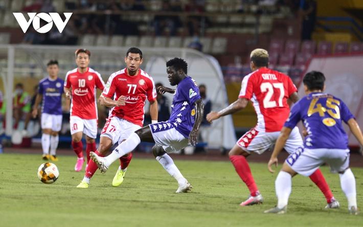 Ảnh: Hà Nội FC khiến hai ngoại binh tiền tỉ của TPHCM khóc thét - Ảnh 4.