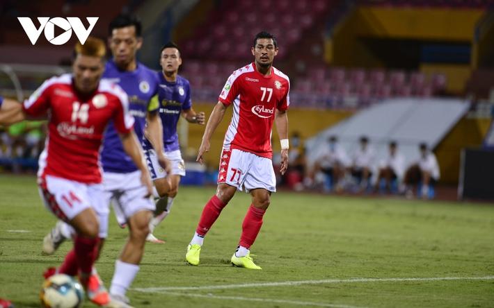 Ảnh: Hà Nội FC khiến hai ngoại binh tiền tỉ của TPHCM khóc thét - Ảnh 5.