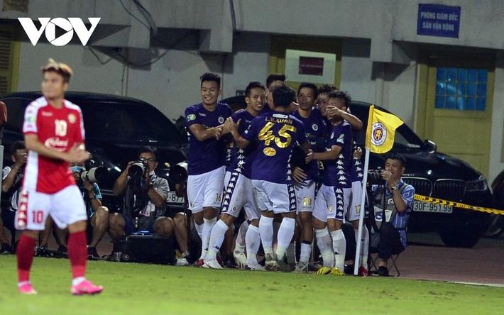 Ảnh: Hà Nội FC khiến hai ngoại binh tiền tỉ của TPHCM khóc thét - Ảnh 6.