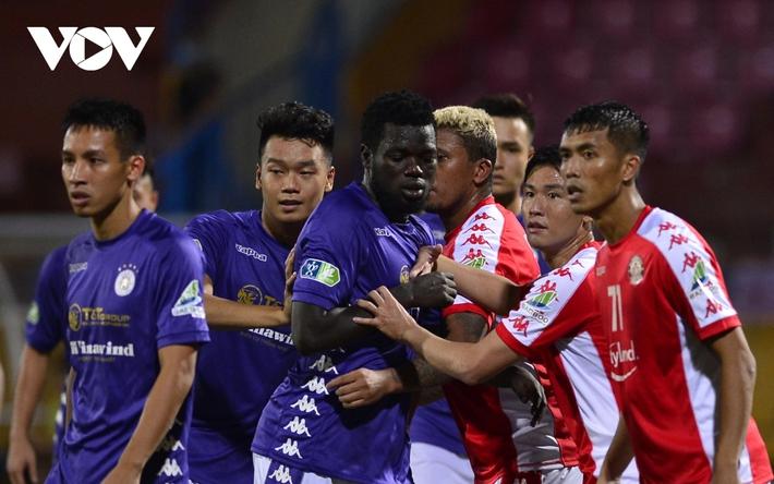 Ảnh: Hà Nội FC khiến hai ngoại binh tiền tỉ của TPHCM khóc thét - Ảnh 9.