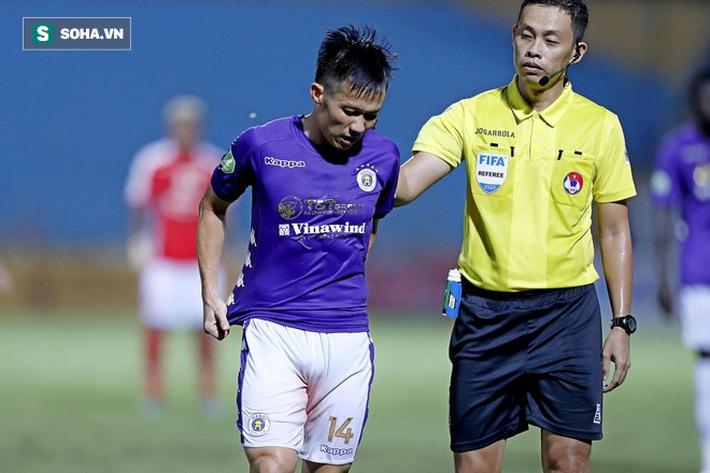Hi hữu: Lão tướng của Hà Nội FC phải rời sân vì lý do dở khóc dở cười - Ảnh 3.