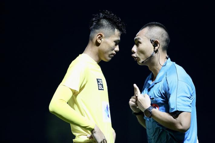 Thua phút cuối, HLV Thanh Hoá tố trọng tài thiên vị chủ nhà PVF - Ảnh 1.