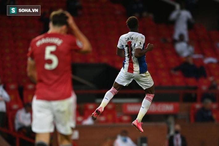 Ngã sấp mặt trên sân nhà ngày ra quân, Man United chẳng còn biết giấu mặt vào đâu - Ảnh 1.