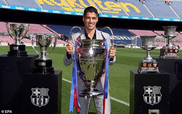 Những hình ảnh đầu tiên của Luis Suarez ở đội bóng mới Atletico Madrid - Ảnh 6.