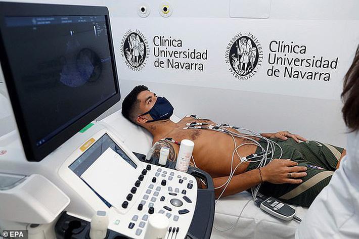 Những hình ảnh đầu tiên của Luis Suarez ở đội bóng mới Atletico Madrid - Ảnh 9.