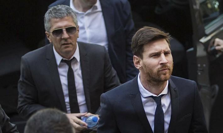 Chính thức tuyên bố ở lại Nou Camp, Messi không chút nể nang mắng Chủ tịch Barca - Ảnh 1.