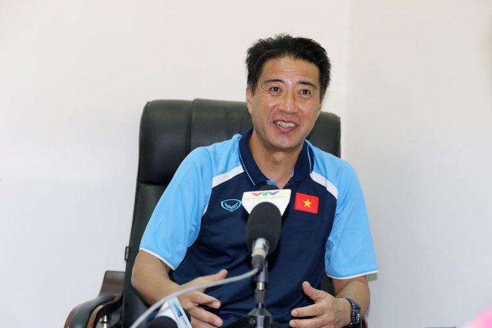 Sau cú chơi trội một tấc đến giời của ông GĐKT VFF, là thử thách đớn đau cho thầy Park - Ảnh 1.