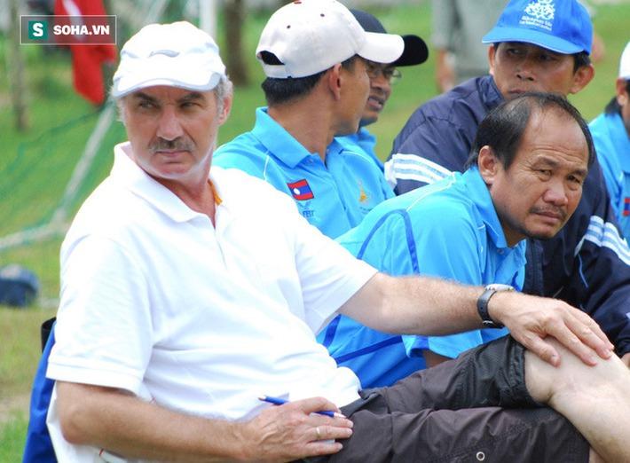 HLV Alfred Riedl là nhân cách lớn của bóng đá Việt Nam - Ảnh 1.