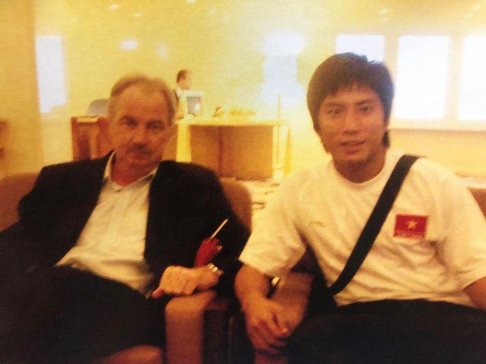 HLV Alfred Riedl là nhân cách lớn của bóng đá Việt Nam - Ảnh 2.