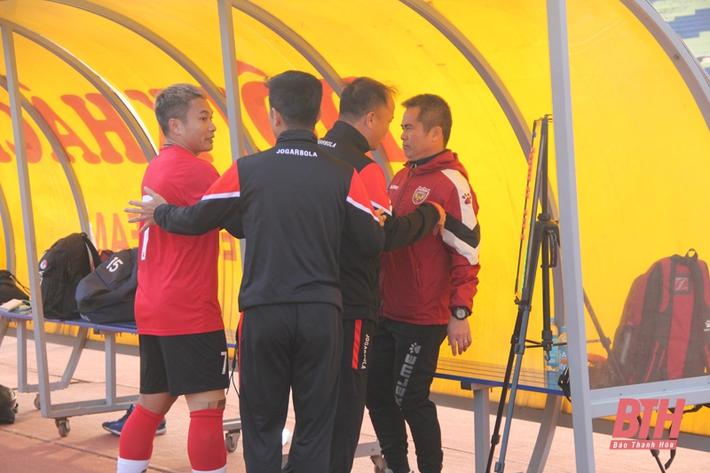Hai CLB V.League lao vào xô xát dù chỉ đá giao hữu, HLV châu Âu thốt lên lời ngán ngẩm - Ảnh 2.