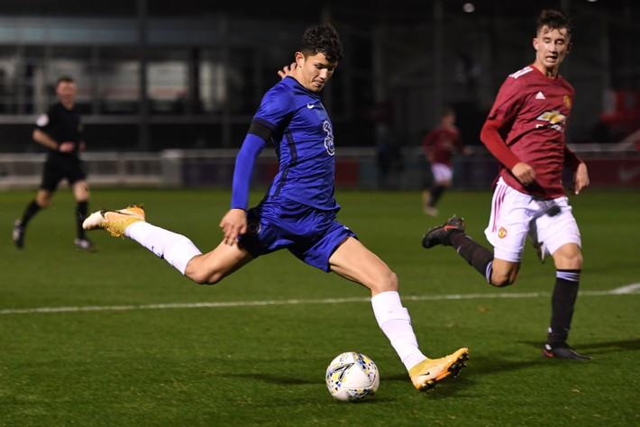 Bóng đá Thái Lan đón tin vui, có cầu thủ lai ký hợp đồng chuyên nghiệp với Chelsea - Ảnh 1.