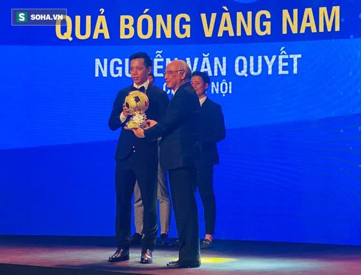 Văn Quyết tri ân nhân vật đặc biệt của bóng đá Việt Nam sau khoảnh khắc nhận QBV - Ảnh 1.