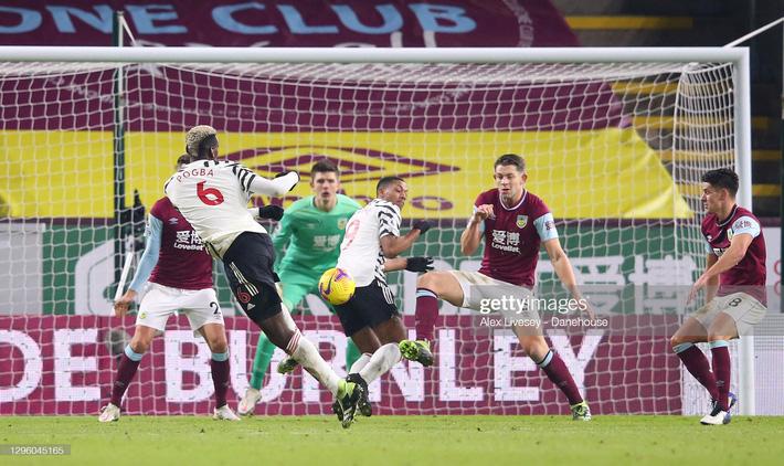 Pogba lập công lớn, Man United chính thức vượt mặt Liverpool, dẫn đầu Premier League - Ảnh 3.