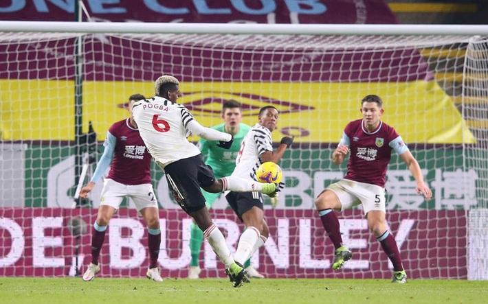 Chấm điểm cầu thủ MU vs Burnley: Pogba, Bailly rực sáng ngày Quỷ đỏ lên đầu bảng - Ảnh 7.