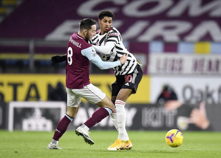 Chấm điểm cầu thủ MU vs Burnley: Pogba, Bailly rực sáng ngày Quỷ đỏ lên đầu bảng - Ảnh 9.