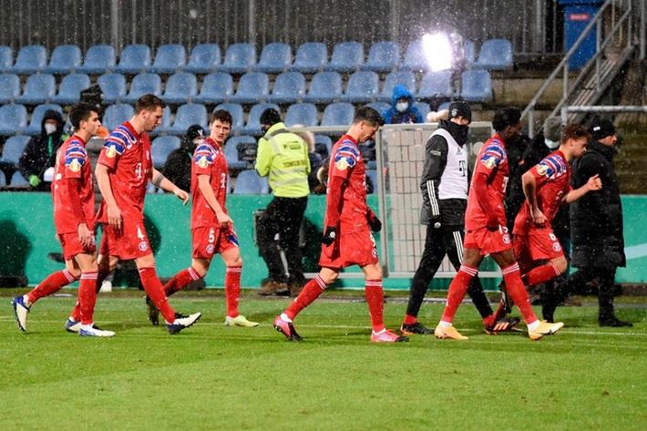Thomas Muller trút giận lên nữ phóng viên sau thất bại muối mặt của Bayern Munich - Ảnh 2.