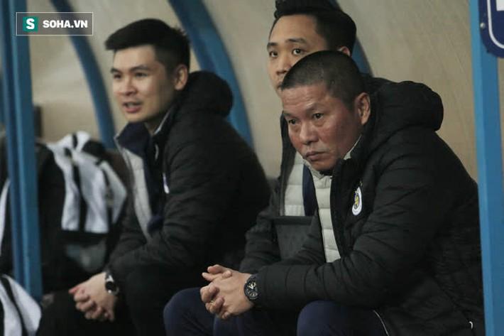 Bốn Quả Bóng Vàng của Hà Nội FC tắt điện, khốn khổ vì lối đá chiến binh của Nam Định - Ảnh 6.