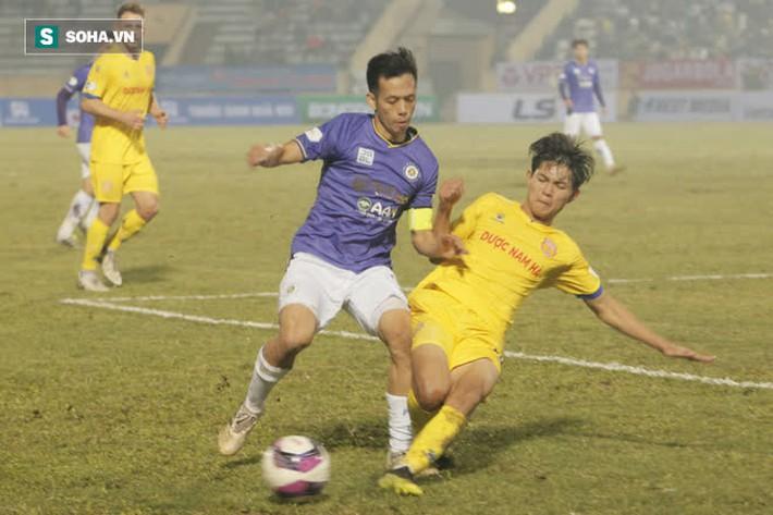 Bốn Quả Bóng Vàng của Hà Nội FC tắt điện, khốn khổ vì lối đá chiến binh của Nam Định - Ảnh 3.