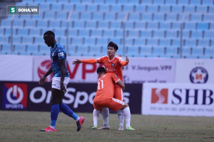 Đang ngập tràn lo lắng, HLV Park Hang-seo nhận được niềm an ủi lớn từ V.League - Ảnh 2.