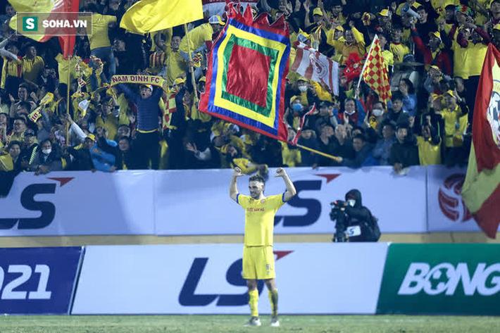 Sau cơn sốt khiến cả FIFA và AFC ngưỡng mộ, bóng đá Việt có thêm hình ảnh đầy ấn tượng - Ảnh 1.