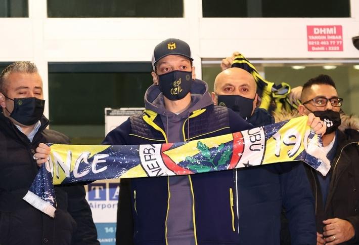 Mesut Ozil hưởng lương 4,5 triệu Bảng/mùa ở Fenerbahce - Ảnh 1.