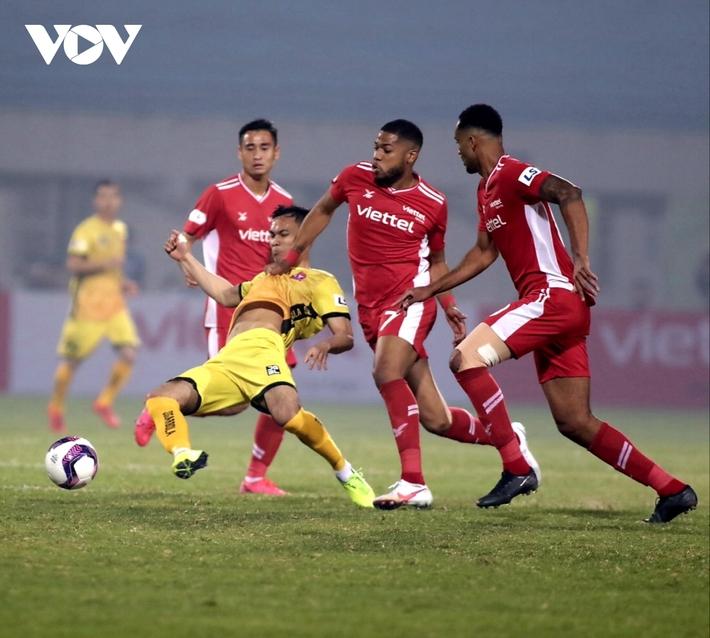 FIFA có thống kê đặc biệt về chuyển nhượng cầu thủ ở Việt Nam - Ảnh 1.