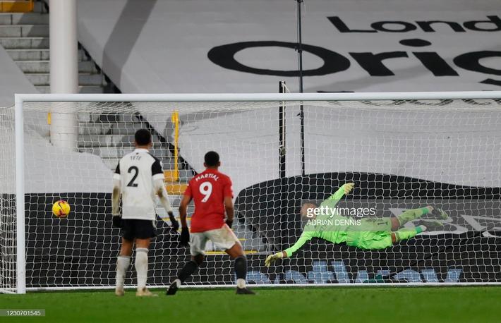 Ngược dòng bằng siêu phẩm, Man United đòi lại ngôi đầu Premier League từ tay kẻ thách thức - Ảnh 3.