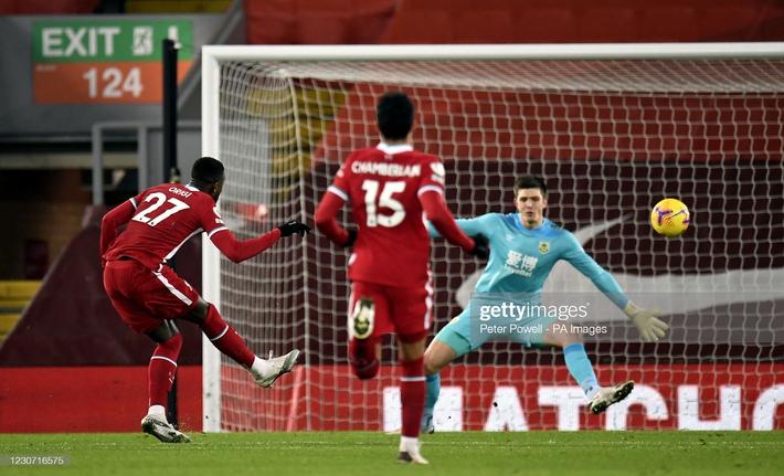 Thua nghiệt ngã trên sân nhà, Liverpool bị Man United cho ngửi khói trong cuộc đua vô địch - Ảnh 1.