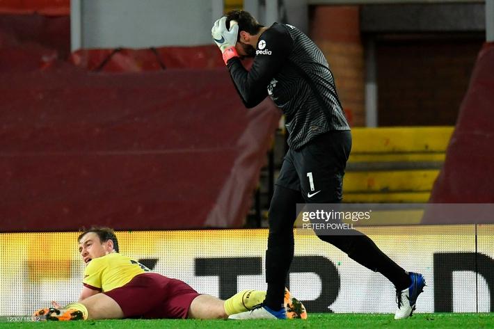 Thua nghiệt ngã trên sân nhà, Liverpool bị Man United cho ngửi khói trong cuộc đua vô địch - Ảnh 3.