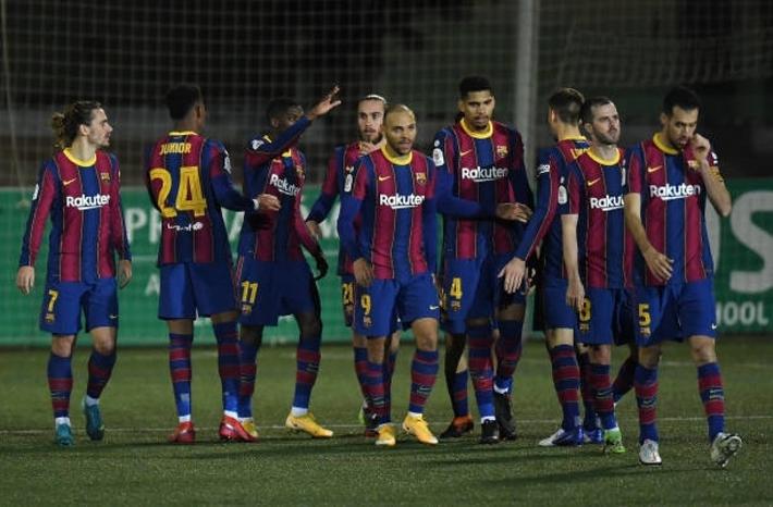 Đá hỏng 2 quả phạt đền trong ngày không Messi, Barca vất vả đi tiếp ở Cúp Nhà vua - Ảnh 1.