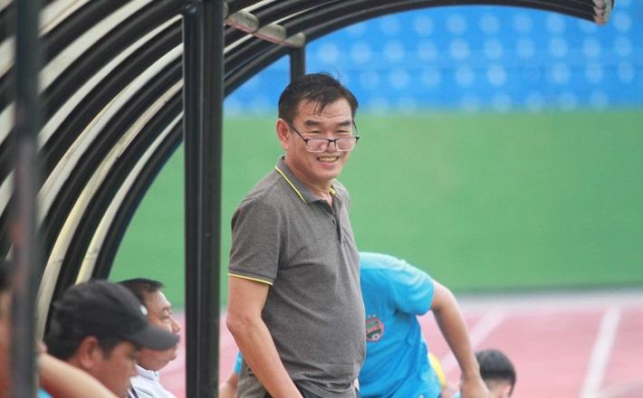 Bầu Đức bất ngờ ca ngợi 3 HLV Việt Nam & tiếp thêm doping tinh thần cho HAGL - Ảnh 2.