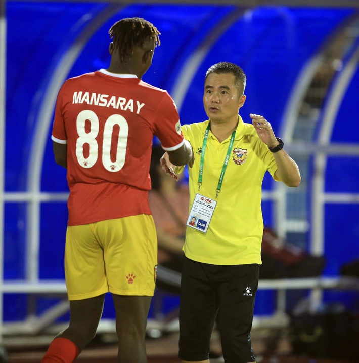 Bầu Đức bất ngờ ca ngợi 3 HLV Việt Nam & tiếp thêm doping tinh thần cho HAGL - Ảnh 3.