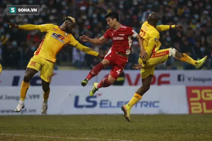 HLV châu Âu chơi chiêu tinh quái, ĐKVĐ V.League ôm hận trên mặt sân ác mộng - Ảnh 2.