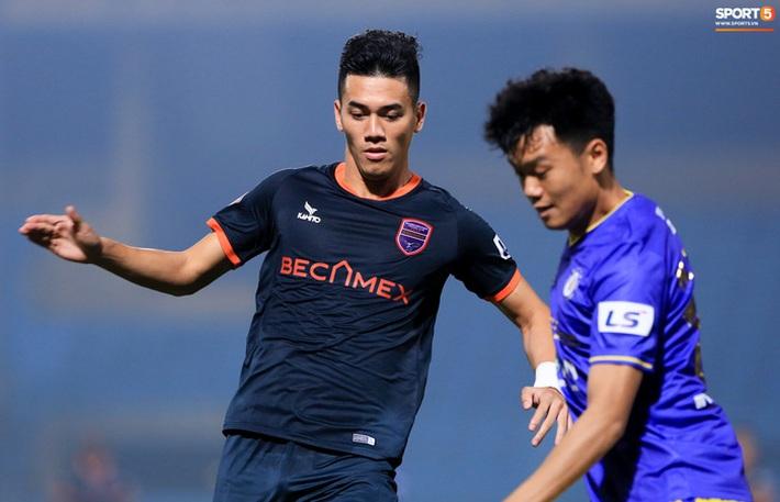 Pha bóng Tiến Linh giật gót tinh tế rồi ghi bàn hạ Hà Nội FC xứng đáng ghi vào sách giáo khoa - Ảnh 1.