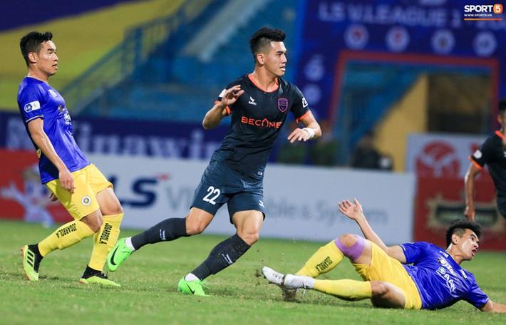 Pha bóng Tiến Linh giật gót tinh tế rồi ghi bàn hạ Hà Nội FC xứng đáng ghi vào sách giáo khoa - Ảnh 2.