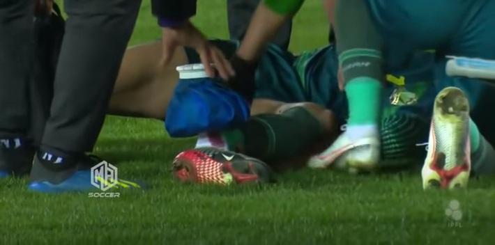 Chấn thương kinh hoàng ở giải Iraq: Thủ phạm ôm mặt khóc, nạn nhân thất thần nhìn chân bị gãy - Ảnh 3.
