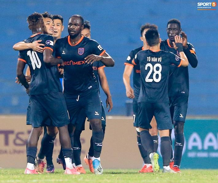 Pha bóng Tiến Linh giật gót tinh tế rồi ghi bàn hạ Hà Nội FC xứng đáng ghi vào sách giáo khoa - Ảnh 9.