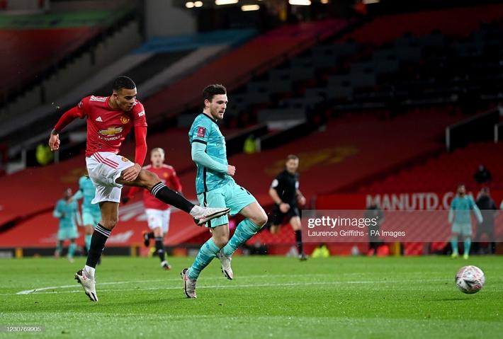 Solskjaer dụng binh như thần, Bruno Fernandes dùng tuyệt chiêu nhấn chìm Liverpool - Ảnh 2.