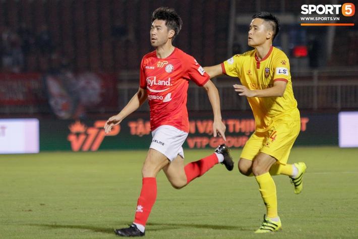 Cầu thủ Việt kiều Lee Nguyễn ra mắt chưa trọn vẹn - Ảnh 1.