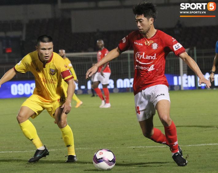 Cầu thủ Việt kiều Lee Nguyễn ra mắt chưa trọn vẹn - Ảnh 7.